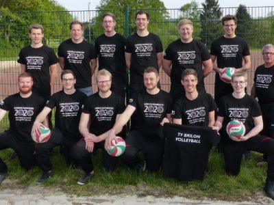 Volleyball Herren stolz mit neuem Shirt